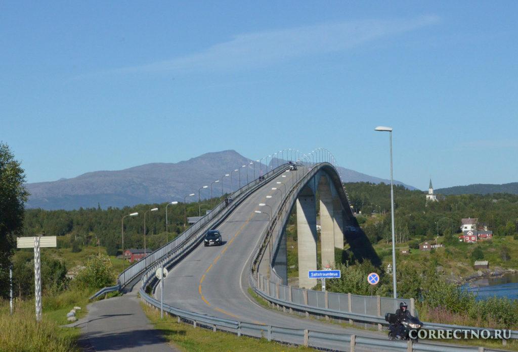 дорога с мостом и машиной